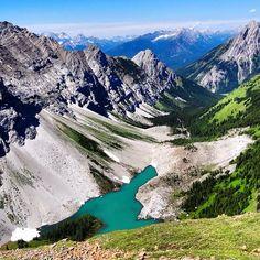 Another #tbt to sunnier and more scenic times in #kcountry. #pocaterra #kananaskis #canadianrockies #mountainadventures #hiking #ridge #nature #explorealberta #explorecanada #nofilter