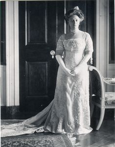 Helen Taft, first lady, in inaugural ball gown 1909.  At the Smithsonian