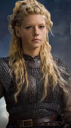 """Lagertha from""""Vikings"""" ...love her outfit!"""