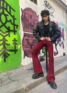 """a l a n on Twitter: """"punk never died… """" Clubbing Outfits, Punk Outfits, Cool Outfits, Aesthetic Fashion, Aesthetic Clothes, Estilo Rock, Looks Street Style, Oui Oui, Mode Streetwear"""