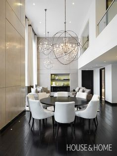 Covent Garden Dining Room by @kellyhoppen | Photo by Mike Toy | #diningroom #diningtable #diningchairs #lighting