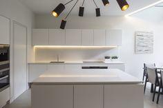 Matt White Handleless Kitchen. Minimal Contemporary. Echlinlondon.com