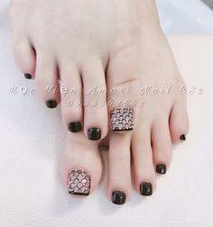Pin by Melinda Epps on Toe nail artwork in 2019 Nail Artwork Toe nail Pedicure Designs, Pedicure Nail Art, Toe Nail Designs, Toe Nail Art, White Nail Polish, White Nails, Feet Nails, My Nails, Pretty Toe Nails