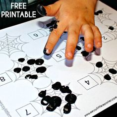 FREE PRINTABLE Spiders web fingerprint counting activity for toddlers and preschoolers. A fun book activity for kids to accompany the book 'The Very Busy Spider'.