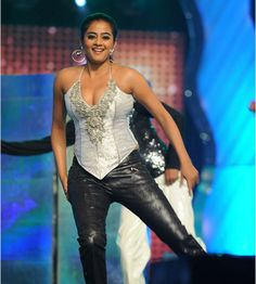 Actress Priyamani Hot Spicy Dance Performance in MAA TV Lux Sandal Cinemaa Awards 2011 Event in Hyderabad. Priyamani Hottest Dance Stills Photos Images Indian Actress Hot Pics, Actress Pics, Tamil Actress Photos, South Actress, South Indian Actress, Beautiful Bollywood Actress, Beautiful Indian Actress, Hot Actresses, Indian Actresses
