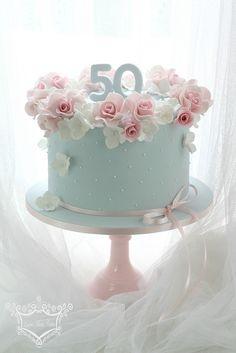 Resultado de imagem para Pretty Birthday Cakes For Women Birthday Cake 50, 50th Birthday Cake For Women, Birthday Cake For Women Elegant, Pretty Birthday Cakes, Pretty Cakes, Beautiful Cakes, Female Birthday Cakes, Birthday Cakes For Ladies, Birthday Cake With Roses