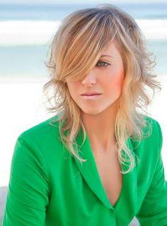 O franjão com o cabelo desfiado dá leveza e movimento ao cabelo, como pede o verão. Foto: Divulgação.