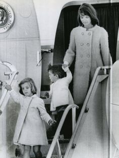 Jackie and children returning to Washington after the death of Patrick in the fall of 1963.