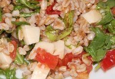 Insalta di farro con salmone mozzarella e verdure