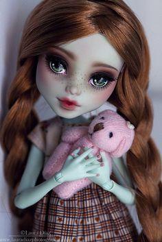 Monster High Frankie Commission by Raquel Clemente / deliciouslyforbidden Custom Monster High Dolls, Monster Dolls, Monster High Repaint, Custom Dolls, Pretty Dolls, Beautiful Dolls, Ooak Dolls, Art Dolls, Creepy