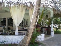 Lussuosa villa in Malindi-kenya (360mq) situata all'interno di un Resort, fronte mare e con piscina in comune. Composta da tre camere da letto tematiche in stile africano, tre bagni e cucina.