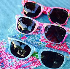 in love with these lilly sunglasses Summer Fashions Slient lucid flashes oakley glasses. Preppy Girl, Discount Ray Bans, Down South, Lilly Pulitzer, Girly, Sunnies, Pink Sunglasses, Sunglasses Outlet, Southern Prep