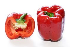 800px-Red_capsicum_and_cross_section.jpg