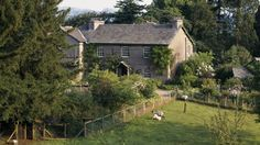 Tower bank Arms, Sawrey, Cumbria - Picture of Hill Top house with front garden