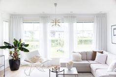 Livingroom interior, stingray, gubi ts pöytä, pholc tage, interior, white interior, klassinen sisustus Chihuahua, Villa, Living Room, Lifestyle, Blog, Home, House, Chihuahua Dogs, Living Rooms