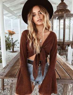 Boho fashion 577657089688205395 - Fashion Flared Sleeves Bonage Blouses&shirts Tops Source by besiefye Boho Mode, Mode Hippie, Hippie Style, Urban Hippie, Hippie Look, Crop Top Outfits, Mode Outfits, Chic Outfits, Fashion Outfits