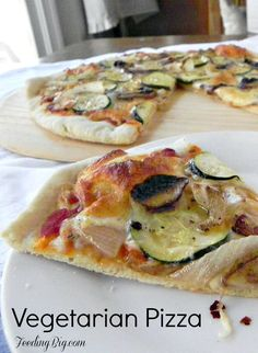 Vegetarian Pizza #SundaySupper. A crispy crust and flavorful vegetables.