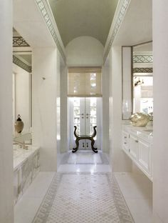 Is white hot or is white cool?  Either way, white on white continues to enthrall me.  Serene, sublime, ethereal and quiet....white on white ...