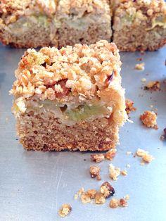 Crumble cake rhubarbe vegan végétalien (en remplaçant les farines et la fécule par de la farine T150 et un peu plus de liquide) : TB