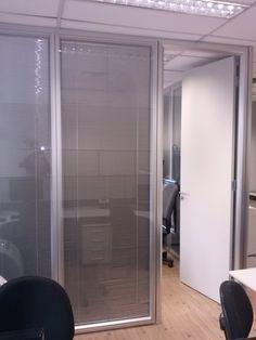 Divisória vidro duplo com persianas Divider, Room, Furniture, Home Decor, Office Room Dividers, Shades, Homemade Home Decor, Rooms, Home Furnishings