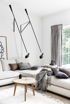 barefootstyling.com salon canapé luminaire suspension gris nuances de grey living