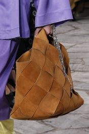 See detail photos for Loewe Spring 2016 Ready-to-Wear collection. Fashion Handbags, Purses And Handbags, Fashion Bags, Leather Handbags, Fashion Accessories, Leather Bags, Fashion Trends, Use E Abuse, Cute Bags