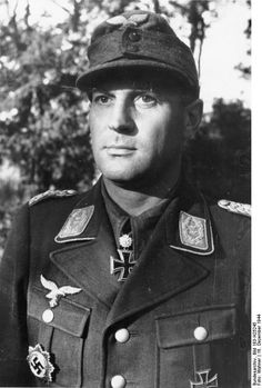 Walter Gericke (1907-1991) was a paratroop commander during WW2, who fought in the Battle of Crete and commanded Parachute Regiment 11 in Italy. After the war, he made a transition to the German Federal Republic's army, was promoted to major general and commanded the 1st Airborne Division.Under his leadership, the army developed a parachute school which became the German Airborne and Air Transport School.