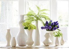 A mix of new and vintage monochromatic vases in interesting shapes create a lovely centerpiece. - Photo: Werner Straube