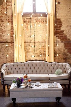 Top 16 Homemade Decor Ideas With String Light – Easy DIY Interior Design Project Cozy Living Rooms, Home Living, Living Room Decor, Dining Room, Industrial Chic Decor, Industrial House, Industrial Wedding, Urban Industrial, Vintage Industrial