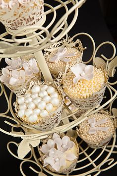 Ivory wedding cupcakes by yvonne Gun Wedding, Wedding Cups, Wedding Sweets, Wedding Cupcakes, Ivory Wedding, Wedding Favors, Dream Wedding, Wedding 2017, Cupcake Art