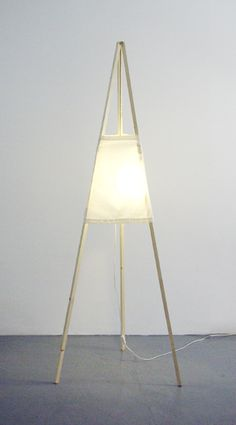 'Tipi' lamp. Tripod Lamp, Connection, Lamps, Google, Home Decor, Products, Bulbs, Homemade Home Decor, Decoration Home