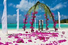 beautiful for a beach wedding...not that I want a wedding..but still.