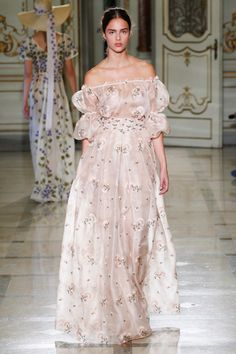 Luisa Beccaria Spring 2016 Ready-to-Wear Fashion Show Collection: See the complete Luisa Beccaria Spring 2016 Ready-to-Wear collection. Look 2 Couture Fashion, Runway Fashion, Trendy Fashion, High Fashion, Fashion Show, Fashion Design, Milan Fashion, Fashion Women, Spring Fashion