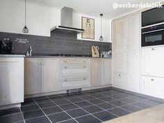 Op zoek naar nieuwe inspiratie voor je keuken? Check de top 10 van @HousifyNL http://hsfy.nl/top10k2 #woning #stijl #keuken #wit #zwart #grijs #muur #tafel #vloer #mooi #inspiratie #koelkast #wonen #top10 @estherdelsink