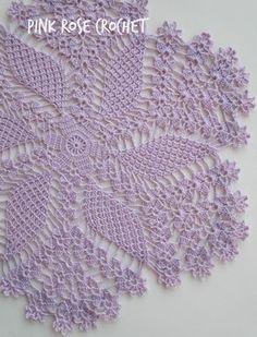 Um Centrinho Toalhinha com lindo desenho de Flor e Pétalas, eu fiz na linda cor lilás. Crochet Pillow, Crochet Motif, Crochet Doilies, Knit Crochet, Crochet Patterns, Crochet Hats, Pink Rose Croche, Crochet Tablecloth, Crotchet