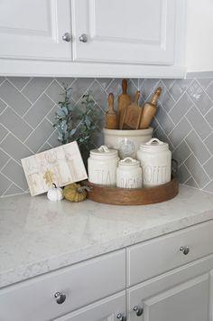 Perfecting the Homefront: Kitchen Tour - Kitchen Decor Kitchen Countertop Decor, Farmhouse Kitchen Decor, Kitchen Redo, Home Decor Kitchen, Kitchen Interior, New Kitchen, Home Kitchens, Kitchen Remodel, Kitchen Cabinets