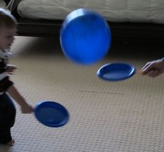 cheap DIY ping pong--paper plates, popsicle sticks and a balloon :) so fun! Babysitting Activities, Gross Motor Activities, Toddler Activities, Activities For Kids, Indoor Activities, Fun Games, Party Games, Games For Kids, Party Fun