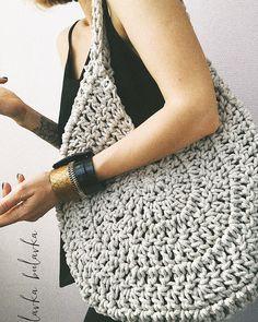 Best 12 Boho Crochet Bags – how to make your own OOAK bag – MotherBunch Crochet – SkillOfKing.Belt Gusset Purse pattern by Heidi NielingAdorable handbag round shape with its free grid! Crochet Vintage, Crochet Diy, Love Crochet, Crochet Ideas, Crochet Handbags, Crochet Purses, Crochet Bags, Purse Patterns, Knitting Patterns