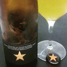 2 ESTRELLAS Y 1 CERVEZA. Cervezas Damm de Barcelona y el chef Ferran Adrià se unieron para crear Inèdit, una cerveza de autor con criterio de maridaje para la alta gastronomía. Finura, sutiles matices cítricos y mucha elegancia, funciona para comida asiática y pescados. Empezó en botella de 750ml, ahora también en 33cl. La Cuenta: 1.7€ botella 33cl. El Conteo: 8/10  #paleale #damm #cervezas #cerveza #ferranadria #elbulli #gastronomia #beer #instabeer #cervesa #beertasting