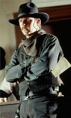 """Kevin Costner as """"Marshal Wyatt Earp"""" contemplates a showdown with the Clanton Gang - Produced by Kevin Costner, Jim Wilson & Lawrence Kasdan - Directed by Lawrence Kasden - Warner Bros Studio 1994 Wyatt Earp Kevin Costner, Wyatt Earp Movie, O Cowboy, Cowboy Hats, Doc Holliday, Tv Westerns, Western Movies, Le Far West, Movie Photo"""