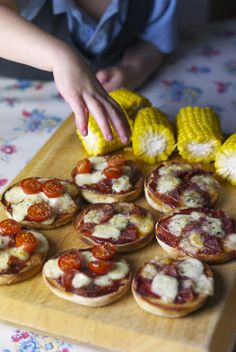 This is the type of thing my pre-kids, snooty, foodie self may have sneered at. Muffins as a pizza base? Tomato puree as a pizza sauce? But, as quick teas go, this was pretty awesome. Pizza Muffins, Mini Muffins, Bruschetta, Family Meals, Ethnic Recipes, Easy, Food, Pizza, Meals