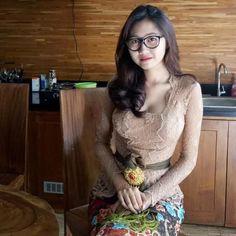 I 💟 Balinese Girls Beautiful Girl Photo, Beautiful Asian Women, Cute Little Girl Dresses, Girls Dresses, Bali Girls, Burmese Girls, Myanmar Women, Indonesian Girls, Batik Dress