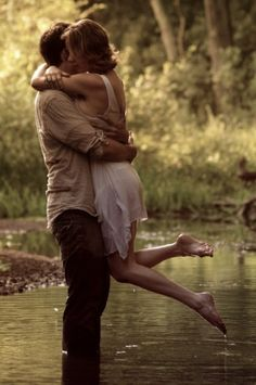 10 Summer engagement photo ideas. this one reminds me of a classic film.