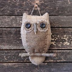 Burlap & Reclaimed Fabric Owl (Inspiration Only, No Pattern or Instruction) Fabric Crafts, Sewing Crafts, Sewing Projects, Owl Ornament, Felt Ornaments, Burlap Owl, Owl Crafts, Fabric Birds, Felt Applique