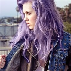 Lavender Hair Chalk // Large Light Purple Salon Grade Stick // Temporary Hair Color from TheFreeSpiritCo on Etsy. Light Purple Hair Dye, Pastel Purple Hair, Violet Hair, Lilac Hair, Purple Ombre, Colorful Hair, Purple Balayage, Ombre Hair, Deep Purple