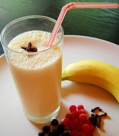 Banana milkshake with honey and cinnamon - Cooking Come Milkshake Recipes, Banana Milkshake, Milkshakes, Whey Protein, Protein Shakes, Fun Drinks, Yummy Drinks, Smoothies Banane, Banana Smoothies