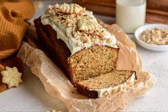 Saftiger Haselnuss-Karottenkuchen mit Frischkäse-Frosting #backen #bloggerrezept #kuchen Banana Bread, Desserts, Food, Muffins, Cakes, Joy Of Cooking, Cake Ideas, Cake With Cream Cheese, Treats