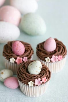 gorgeous Easter egg cupcakes