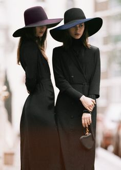 Two women in their wide-brimmed hats (mykukula)