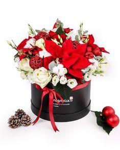 Crăciunul înseamnă bucurie, așa că bucură-i pe cei dragi cu un cadou deosebit. Alege un aranjament floral de Crăciun ce va atrage toate privirile. Combinația dintre albul trandafirilor și roșul Euphorbiei este fermecător, iar accesoriile de iarnă contribuie la frumusețea acestui aranjament. Magnolia, Table Decorations, Home Decor, Decoration Home, Room Decor, Magnolias, Home Interior Design, Dinner Table Decorations, Home Decoration